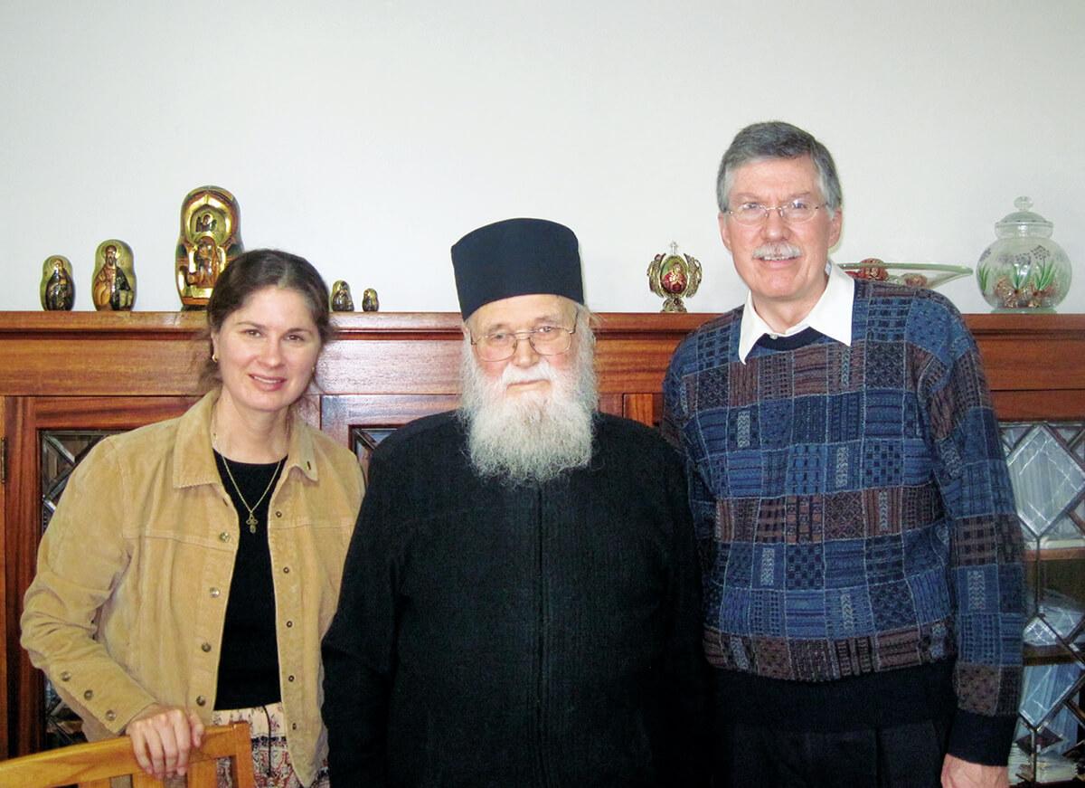 DANIEL HINSHAW și JANE HINSHAW &#8211; doi MEDICI AMERICANI de renume au devenit CREȘTIN-ORTODOCȘI și iubesc ROMÂNIA. Călătoria spre Ortodoxie ca o nesfârșită poveste de dragoste. SIMPLITATEA TRĂIRII PROFUNDE A CREDINȚEI. <i>&#8220;Fiecare zi pe care o trăim este un dar. Ce vom face noi cu acest dar? Să ne oferim viața noastră lui Dumnezeu!&#8221;</i> (și VIDEO)