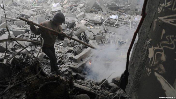"update/ ESCALADARI PRIMEJDIOASE: Trump anunta decizii ""majore"", Rusia avertizeaza asupra unor ""CONSECINTE GRAVE""/ SITUATIE DE CRIZA IN SIRIA, DUPA UN POSIBIL ATAC CHIMIC. Trump ameninta explicit pe Assad, Putin si Iranul, desi nu este identificata sursa atacului/ Aviatia israeliana a bombardat un aeroport militar din Homs/ RUSIA reactioneaza dur"