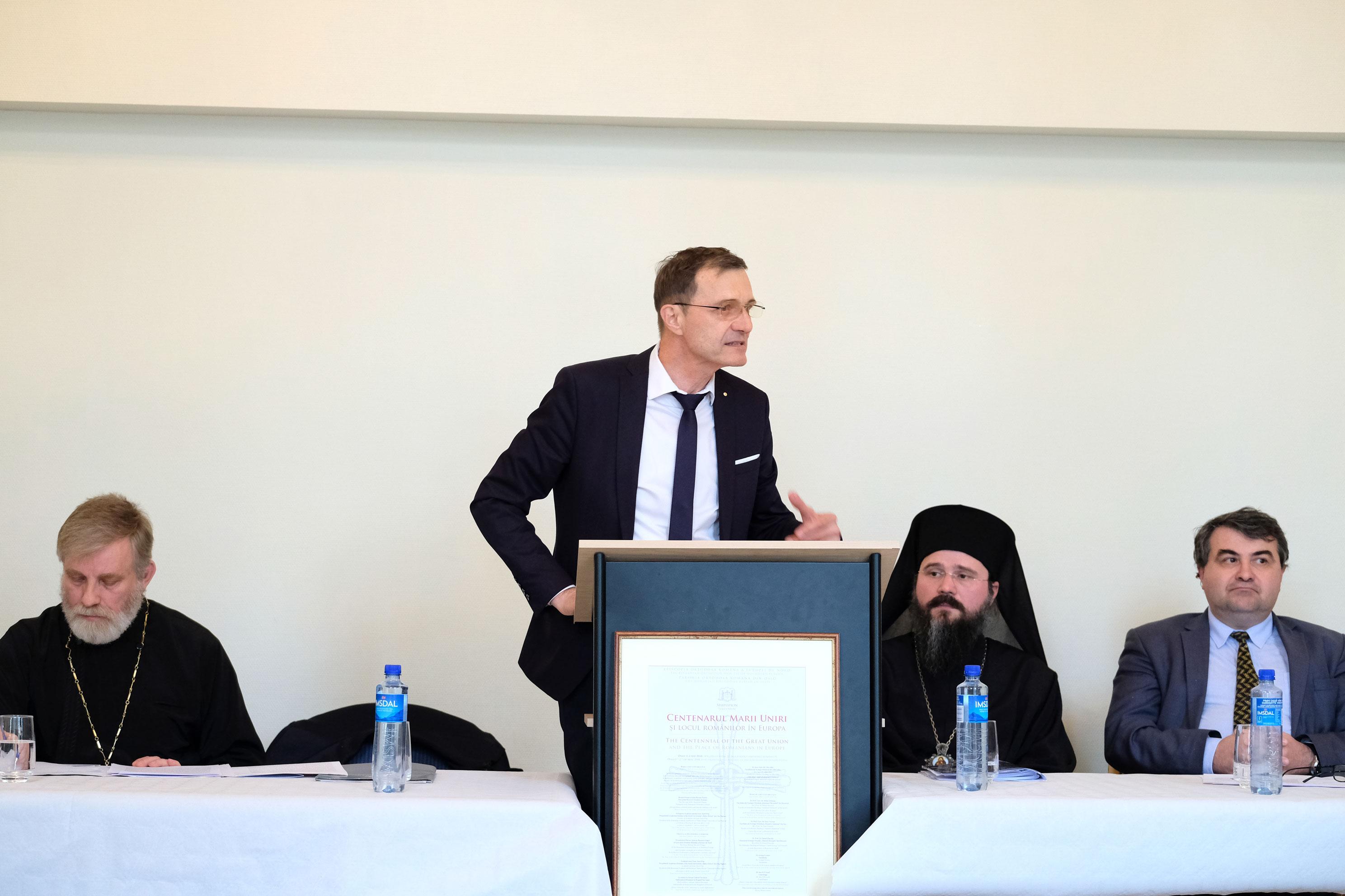 <i>&#8220;Uitați-vă ce se întâmplă în țară: în loc să cultivăm iubirea și bunătatea, acum punem în față răul și urâtul. Și de-aceea nu putem trăi nici Marea Unire&#8221;</i>. Președintele Academiei Române, IOAN-AUREL POP, invitat la Oslo de PS MACARIE &#8211; prelegere despre CREDINȚĂ, UNITATE ȘI NEAM, cu prilejul CENTENARULUI MARII UNIRI (video)