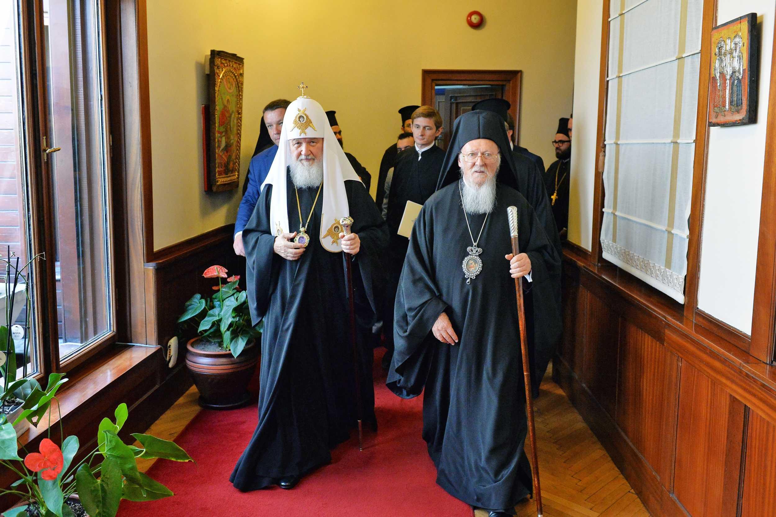 Patriarhia Moscovei intrerupe TOTAL, inclusiv la nivel de mireni, COMUNIUNEA EUHARISTICA cu Patriarhia Constantinopolului. Reactia Parintelui Savatie Bastovoi