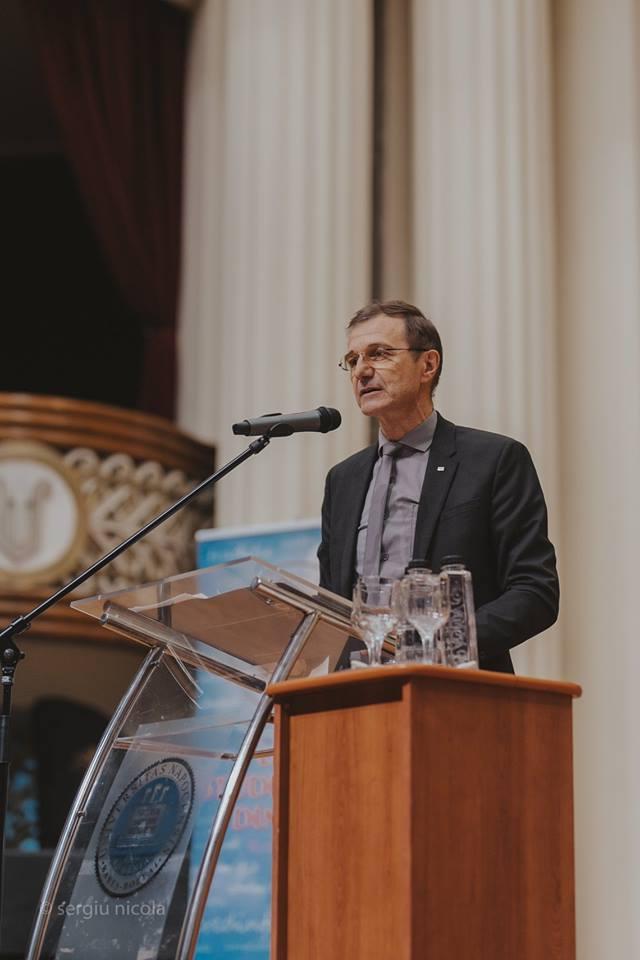 """<i>""""Vă rog să îmi demonstrați că idealul internațional al globalizării funcționează""""</i> – Discurs național-suveranist și LECȚIE DE ISTORIE NECESARĂ ale Profesorului IOAN-AUREL POP, PREȘEDINTELE ACADEMIEI ROMÂNE, la conferința de la Cluj, <i>""""Marea Unire din sufletele românilor""""</i> (VIDEO)"""