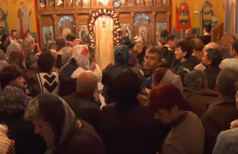 """Scene socante in IALOMITA, unde enoriasii parohiei Paltinis s-au revoltat pe PS VINCENTIU (Video). Episcopul A OPRIT INTRAREA IN ALTAR a credinciosilor la sfintirea Bisericii, ca semn de DOLIU pentru esecul Referendumului. OBSERVATII pe marginea unui fenomen INGRIJORATOR de multipla """"decuplare"""""""