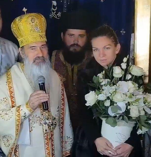 """SIMONA HALEP la primirea Crucii Sf. Apostol Andrei. <i>""""Mereu mă închin și cred în Dumnezeu pentru că fără ajutorul lui Dumnezeu nu se poate face nimic""""</i> (Video)"""