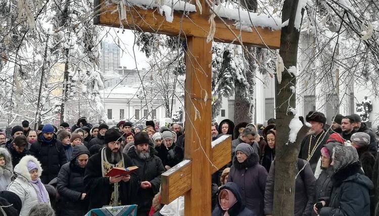 """Parlamentul Ucrainei obliga Biserica Ortodoxa subordonata Patriarhiei Moscovei sa-si schimbe numele/ Se pregateste PRELUAREA bisericilor si parohiilor """"rusilor""""?/ Patriarhul Kirill cere, intr-o scrisoare adresata TUTUROR primatilor ortodocsi, sa nu recunoasca noua """"pseudo-biserica"""". """"Este cert ca SCENARIUL UCRAINEAN poate fi repetat in oricare alta biserica locala"""""""