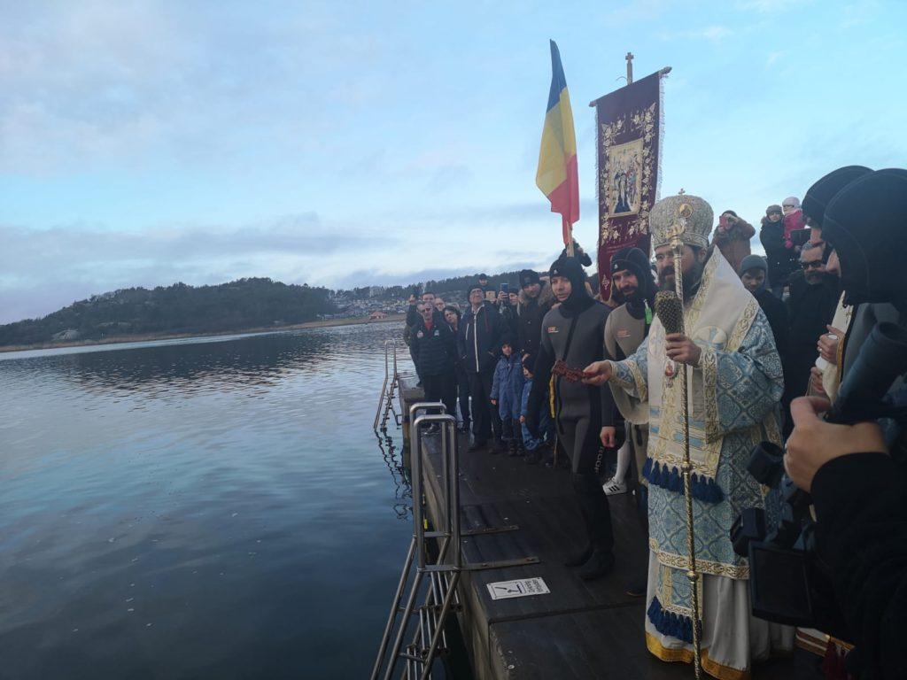 """PARINTELE MACARIE, Episcopul românilor din SCANDINAVIA, la BOTEZUL DOMNULUI (foto, video) despre """"marea adanca"""" a sufletului omenesc, agitata si bantuita de """"balauri nevazuti"""", chiar si cand, LA SUPRAFATA, pare linistita: <i>""""Numai DOMNUL poate umple, cu puterea Sa, acest adânc, care nu poate fi mulțumit cu SUROGATELE oferite de lume""""</i>"""