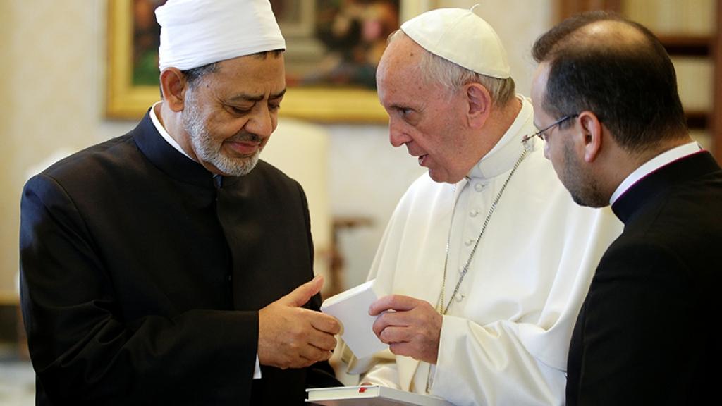 Papa Francisc a semnat un document SINCRETIST cu Marele Imam al Egiptului: <i>Pluralismul religios este voia lui Dumnezeu.</i> Unii teologi catolici califica afirmatia drept EREZIE
