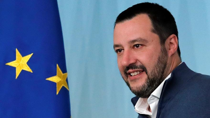 """MATTEO SALVINI, vicepremierul ITALIEI, desfiinteaza termenii """"PARINTE 1"""" si """"PARINTE 2"""" din cererile pentru CARTEA DE IDENTITATE si incearca sa unifice intr-un bloc politic PARTIDELE SUVERANISTE DIN EUROPA"""