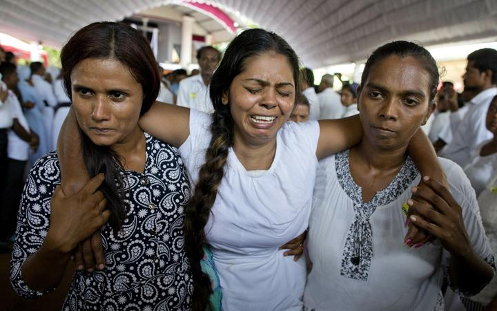 INMORMANTARE IN MASA IN SRI LANKA. Cel mai recent bilant al crestinilor ucisi in atacuri: 359, dintre care 45 copii (Foto)/ ATENTATORII: musulmani din familii bogate, educati in Occident/ STATUL ISLAMIC a revendicat atacurile