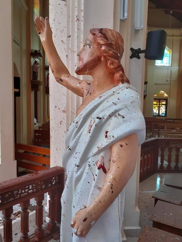 MASACRU ANTICRESTIN in Sri Lanka. Peste 200 de morti in urma unor ATACURI TERORISTE asupra unor biserici in timpul slujbei de Pasti (Video)