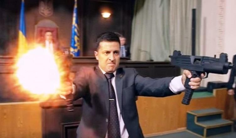 "SCHEMA ""ZELENSKI"" – sau cand REALITATEA POLITICA (postmoderna) BATE FILMUL. Un actor de comedie castiga zdrobitor alegerile in UCRAINA in fata lui Porosenko. <i>""Servitorul poporului""</i>: o bizara AUTOPROFETIE REALIZATA/ <i>""UKRAINIAN COLLUSION""</i> la orizont?"