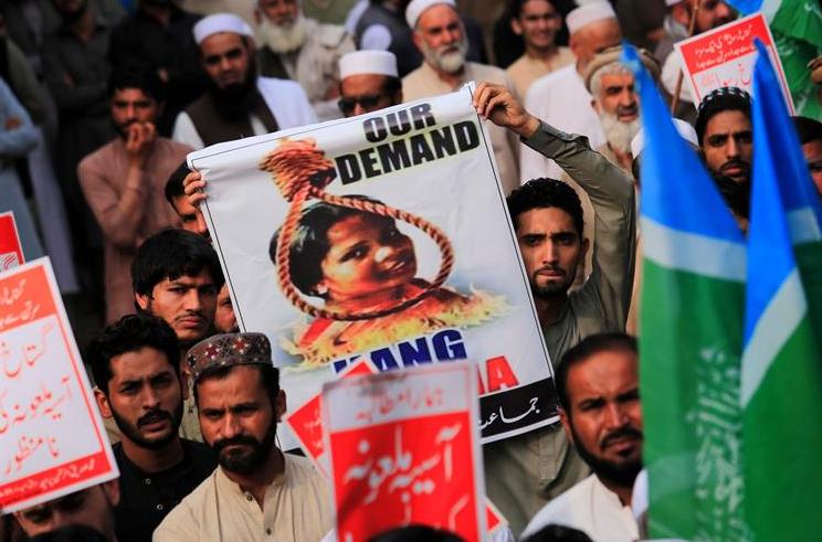 PERSECUTIA GENOCIDARA A CRESTINILOR, recunoscuta oficial de ministrul de externe al MARII BRITANII, care da vina pe CORECTITUDINE POLITICA pentru  neglijarea acesteia. Tradand, insa, si o mare ipocrizie…/ Asia Bibi, femeia creștină condamnată la moarte pentru acuzații false de blasfemie, a părăsit, în cele din urmă, Pakistanul