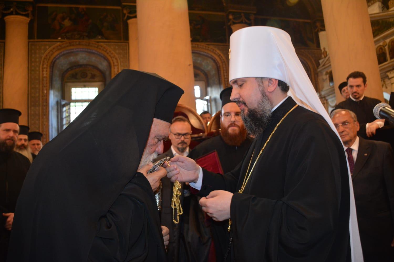 """ARHIEPISCOPUL IERONIM al Greciei face ultimul pas spre RECUNOAȘTEREA """"ex""""-schismaticilor ucraineni. SCHISMA se adâncește"""