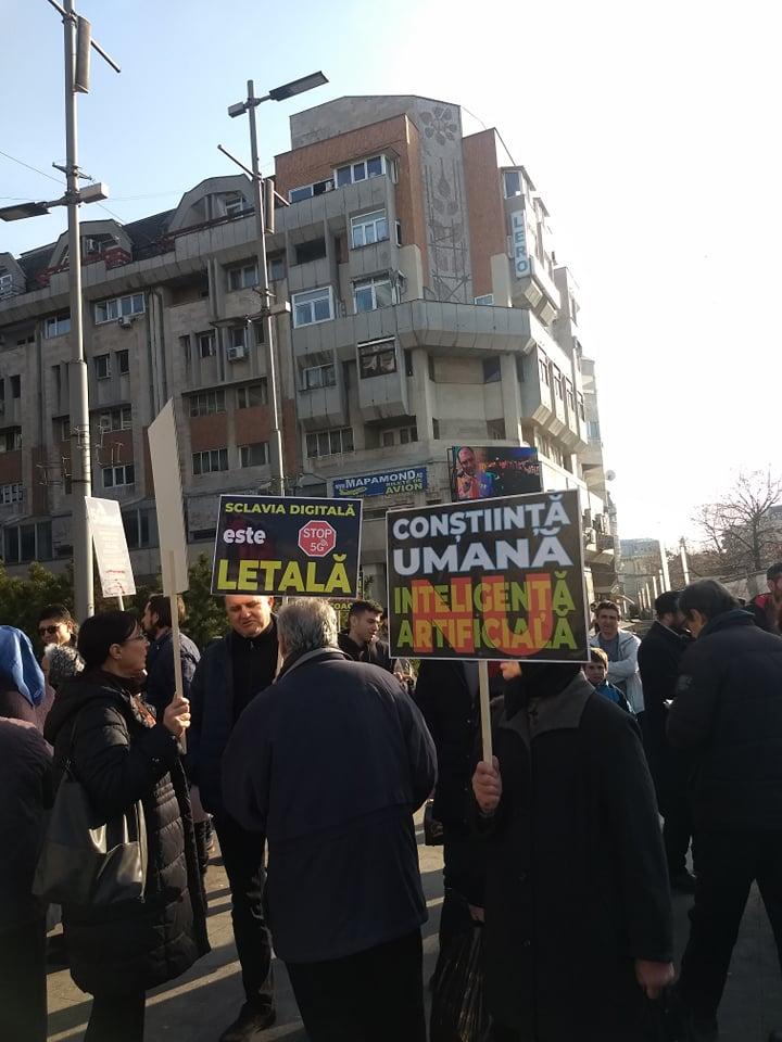 """Opoziție puternică la CRAIOVA față de tehnologia 5G. Cum duce în derizoriu G4media subiectul: """"militanții"""" împotriva tehnologiei, dacopații, neolegionarii, religioșii. Nimic despre cadrele universitare și medicii implicați în mișcarea din Craiova…"""