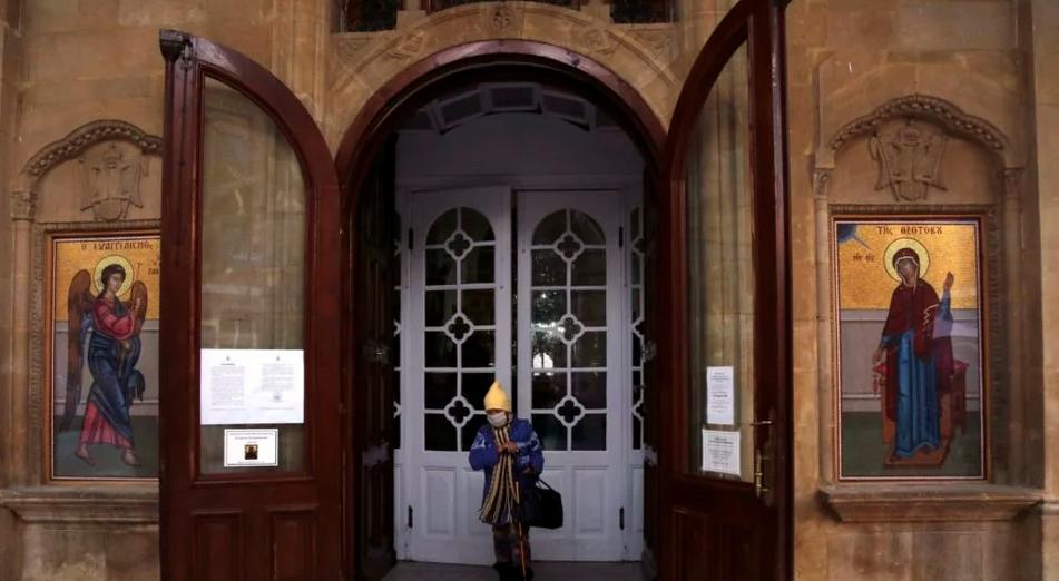 """Viața liturgică a BISERICII ORTODOXE pusă la mare încercare de măsurile extreme luate de autorități. GRECIEI I SE REFUZĂ LITURGHIA, FIE ȘI SUB FORMĂ """"PRESCURTATĂ"""". În Cipru, mitropoliții Atanasie de Limassol și Neofit de Morfou fac DIZIDENȚĂ liturgică/ În Bulgaria liturghiile se țin ca și până acum, în Georgia se fac procesiuni publice"""