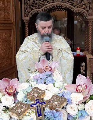 """PARINTELE MILEA DE LA BUZAU – Cuvant cu putere in Duminica Sfintei Cruci, la ultima Liturghie cu credinciosi din perioada PANDEMIEI: <i>""""CÂND VA ÎNCETA LITURGHIA VA ÎNCETA ROMÂNIA! Dragii mei, sunt vremurile din urmă. NE CEARTĂ DUMNEZEU""""</i> (VIDEO, TEXT)"""