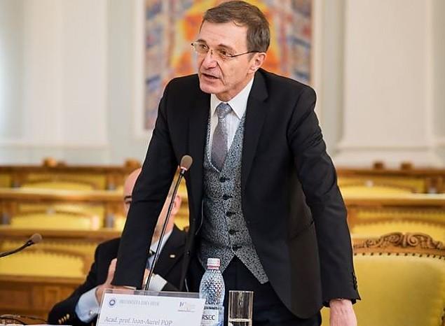 """APELURI IMPORTANTE ALE PREȘEDINTELUI ACADEMIEI ROMÂNE: <i>""""Reintrarea românilor în biserici ar spori și eficiența luptei contra acestei teribile molime""""</i>. IOAN-AUREL POP cere REDESCHIDEREA BISERICILOR ȘI CIMITIRELOR și atrage atenția asupra pericolului protejării excesive, prin """"IZOLAREA DISCRIMINATORIE A BĂTRÂNILOR"""": <i>""""Izolarea îndelungată ucide ființa umană la orice vârstă. Nu împingeți """"bunăvoința"""" aceasta față de bătrâni și după 15 mai, pentru că ar fi dureros și grav!""""</i>"""