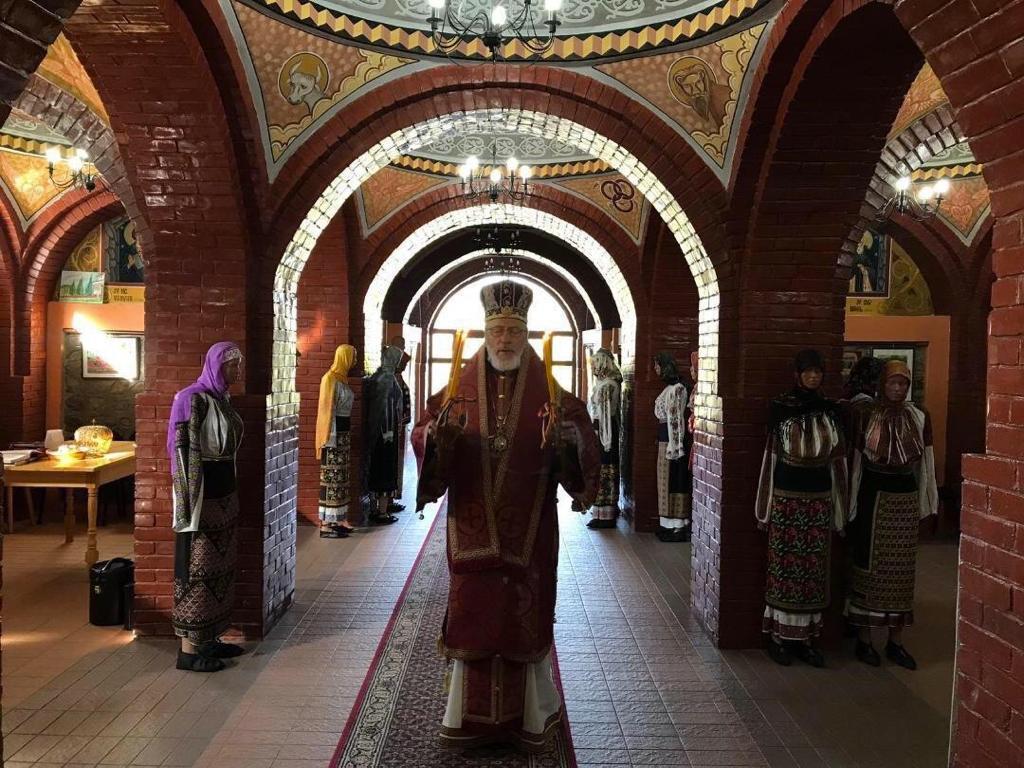 """<em>Mai zeloși decât Cezarul</em> sau PERSECUȚIA DINĂUNTRU mai rea decât carantina Statului…. ÎPS NATHANIEL al Episcopiei Ortodoxe Române din America (OCA) INTERZICE în continuare săvârșirea Sfintei Liturghii cu credincioși și toate celelalte Sfinte Taine! <i>""""Sentimentul de părăsire din partea preoților români a fost maxim""""</i>/ ÎPS CALINIC AL ARGEȘULUI ne cheamă la """"grandioasa"""" operă de a salva """"SĂNĂTATEA MONDIALĂ"""""""