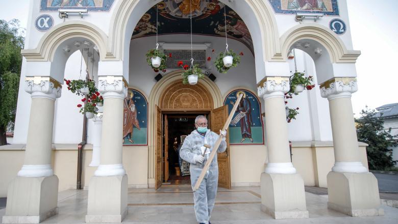 """Ce """"ÎNDRUMĂRI"""" a transmis Patriarhia Română privind participarea credincioșilor la slujbele bisericești pe timpul STĂRII DE ALERTĂ"""