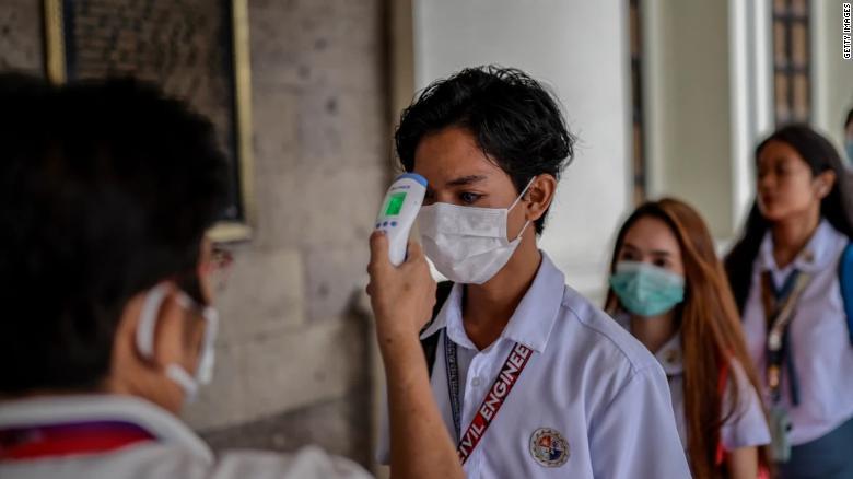 """MASCA CHIRURGICALĂ ESTE NEPOTRIVITĂ PENTRU REDUCEREA RISCULUI INFECTĂRII. Studiu din 2016 publicat în Canadian Medical Association Journal. <em>""""Oamenii sunt condiționați să își dorească măști pe baza reprezentărilor mass-media ale pandemiei""""</em>"""