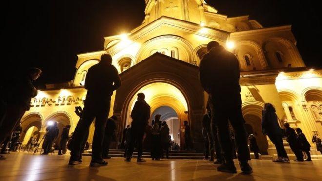 SĂRBĂTOAREA PAȘTILOR NU A CRESCUT NUMĂRUL INFECȚIILOR CU CORONAVIRUS – recunoaște unul din principalii specialiști din Georgia, țară unde bisericile NU au fost închise