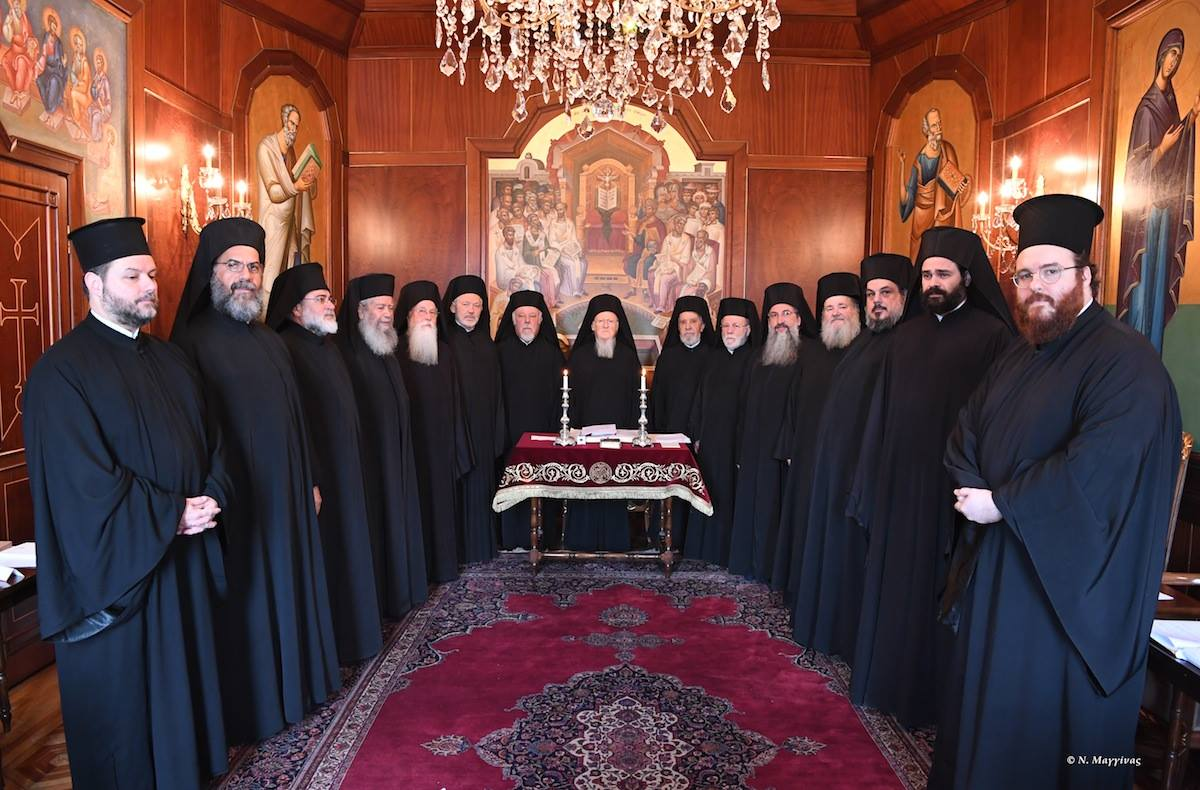 """Actualizare: PATRIARHIA ECUMENICĂ INTERZICE EXPLICIT FOLOSIREA DE MULTIPLE LINGURIȚE/ Sinodul Patriarhiei Ecumenice pe tema Sfintei Împărtășanii: <em>""""TAINA EUHARISTIEI NU ESTE NEGOCIABILĂ""""</em>. De asemenea, consideră că modul de administrare NU trebuie schimbat, lăsând însă loc de """"iconomie"""" în diaspora."""