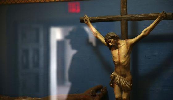 """URMĂTOARELE ȚINTE ALE REVOLTELOR: BISERICILE si CREȘTINII TRADIȚIONALI? Activist proeminent al """"BLACK LIVES MATTER"""" incită la DEMOLAREA statuilor lui Iisus și Maicii Domnului pe motiv de """"SUPREMATISM ALB"""". Cu toate acestea, înalți clerici CATOLICI ȘI ORTODOCȘI (!) se alătură mișcării BLM"""