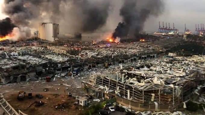 """EXPLOZII URIAȘE ÎN BEIRUT, LIBAN. Guvernatorul orașului: <em>""""îmi aduce aminte de ce s-a întâmplat în Japonia, la Hiroșhima și Nagasaki. În viața mea nu am văzut distrugere la această scară""""</em>/  Video și foto dramatice cu momentul exploziei și cu devastările produse"""