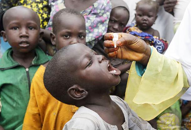 """AP: epidemie de poliomielită derivată din VACCINUL ORAL anti-polio în Africa centrală. Acum o săptămână OMS declarase continentul african """"LIBER DE POLIOMIELITĂ"""" în urma unei campanii de vaccinare susținută și de Fundația lui BILL GATES"""