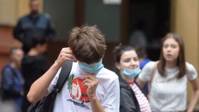 Rafila își dă cu PĂREREA: redeschiderea școlilor, cauza creșterii numărului de infecții/ STUDIU elvețian: nu există o corelație clară între REDESCHIDEREA ȘCOLILOR și cazurile de infectări/ Asociație de elevi, protest față de măsurile unice din Europa luate în ȘCOLILE ROMÂNEȘTI