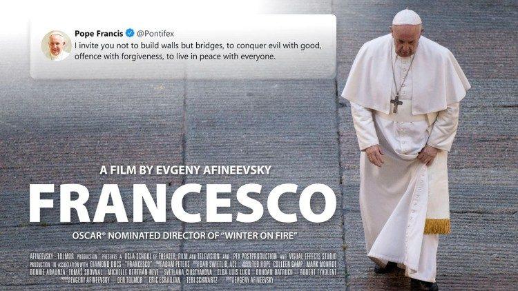 """PAPA FRANCISC afirmă într-un documentar recent lansat că susține PARTENERIATELE CIVILE GAY. Reacții din lumea catolică tradițională și legătura cu alegerile prezidențiale din SUA/ În aceeași perioadă, pontiful iezut a condus o ceremonie SINCRETISTĂ cu participare inclusiv ortodoxă dedicată și """"VICTIMELOR PANDEMIEI DE COVID"""""""