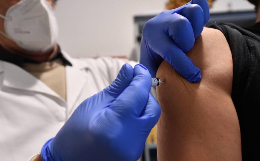 LEGEA EPIDEMIEI – proiect legislativ ORWELLIAN controversat în Danemarca, ce prevede DETENȚIA celor care refuză VACCINAREA și examinarea medicală FORȚATĂ a celor bolnavi