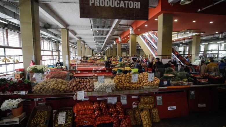 <em>Pentru cine se închid piețele?</em> După ce a introdus un SEMI-LOCKDOWN, guvernul ÎNCHIDE PIEȚELE AGROALIMENTARE acoperite, care sunt SERVICIU PUBLIC, pentru a lasă deschise doar supermarketurile, adică afacerile CORPORAȚIILOR!