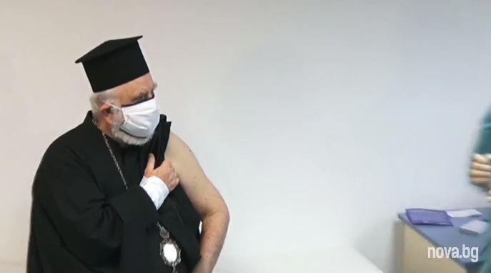"""VACCINUL-""""MIRACOL"""", PROMOVAT CU MITROPOLIȚI ȘI EPISCOPI. În Grecia, Înaltul Hierotheos Vlachos se vaccinează demonstrativ încă din prima zi. Biserica Greciei se află în """"PRIMA LINIE"""" a campaniei de vaccinare/ În Bulgaria, episcopul Tihon este vaccinatul nr. 2 al țării/ PAPA FRANCISC vrea """"VACCIN PENTRU TOȚI"""" în mesajul de Crăciun"""