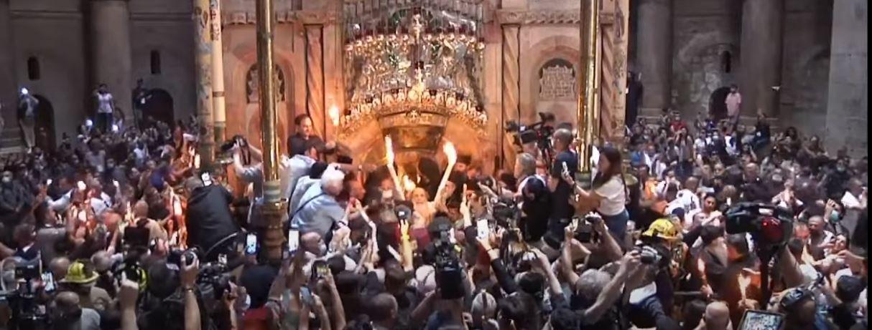 SFÂNTA LUMINĂ a venit la Ierusalim la orele 13.55 (VIDEO). Doar creștinii VACCINAȚI ar fi avut acces în Biserica Sfântului Mormânt/ <i>update</i>: PRIMA DECLARAȚIE A PATRIARHULUI DANIEL PRIN CARE SE SUGEREAZĂ, INDIRECT, SUSȚINEREA VACCINĂRII, exact în ajunul Învierii