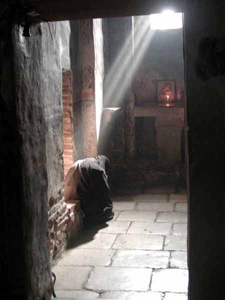 gracanica-monastery-a-nun-in-prayer.jpg