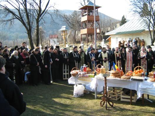 monahii-de-la-manastirea-petru-voda.jpg