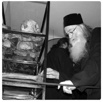 parintele-justin-parvu-la-manastirea-aiud-martiri-sfintii-inchisorilor.JPG