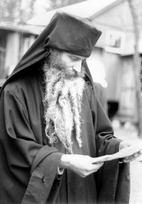 Fericitul Seraphim Rose: CUM SA CITIM PE SFINTII PARINTI?