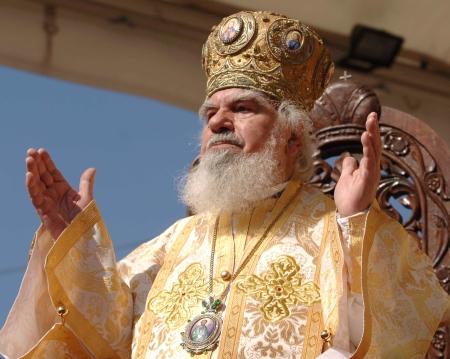 "IPS BARTOLOMEU: <i>""In saivanele Bisericii au intrat lupii in piele de oaie""</i>!"