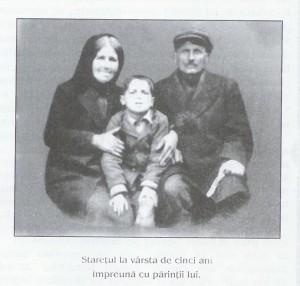 Parintele Paisie copil cu tata si mama