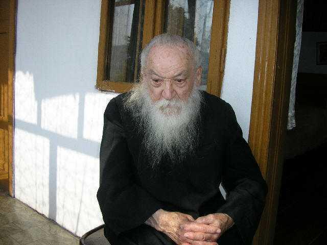 """Parintele marturisitor Adrian Fageteanu intareste cugetele indoielnice: <i>""""AM AVUT SI VOM AVEA, CU MILA LUI DUMNEZEU, MEREU EPISCOPI VREDNICI""""</i>!"""
