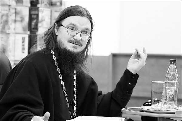 """CE TREBUIE SA URMAREASCA UN """"PESCAR DE OAMENI""""? Raspunsurile a doi misionari rodnici ai Rusiei: Parintele Mucenic Daniil Sasoev si Iurii Maximov"""