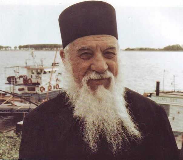 21 NOIEMBRIE &#8211; Mutarea printre sfinti a Parintelui marturisitor GHEORGHE CALCIU. DESPRE COMUNISM, GLOBALIZARE, MULTICULTURALISM: <i>&#8220;Nu trebuie sa va bucurati de libertatea europeana, ca n-o s-o prea aveti!&#8221;</i>