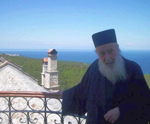 Raspunsuri esentiale la problemele veacului acestuia din partea regretatului mare duhovnic PETRONIU TANASE: <b><i>&#8220;Omul sa se retraga din cand in cand, ca sa se intalneasca cu Dumnezeu&#8221;</i></b>