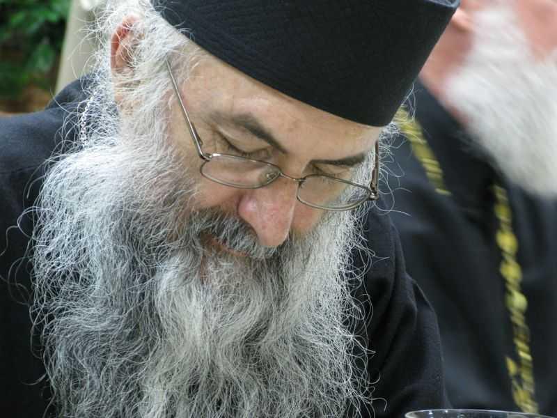 <b>Parintele Zaharia de la Essex &#8211; Cuvant de invatatura catre preoti, Durau, sept. 2011 (VIDEO)</b>: <i>&#8220;Sa aducem multumire lui Dumnezeu continuu si pentru toate!&#8221;</i>