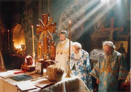 manastir_Liturgy in Gracanica monastery
