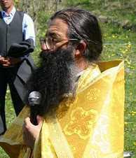 <b>Parintele Nicolae Tanase are nevoie de sprijinul nostru!</b> COPIII SI BATRANII DE LA VALEA SCREZII NU MAI AU CANTINA, BUCATARIE, DEPOZIT DE ALIMENTE <i>(video)</i>