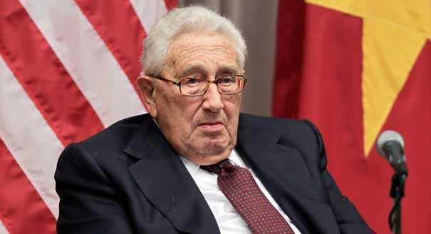 """CU CE A DERANJAT STARETUL EFREM PE STAPANII LUMII? (I)  <b><i>""""Puterile intunericului, sionistii, vor sa loveasca in Ortodoxie! Kissinger, om intunecos""""</i></b> (VIDEO)"""
