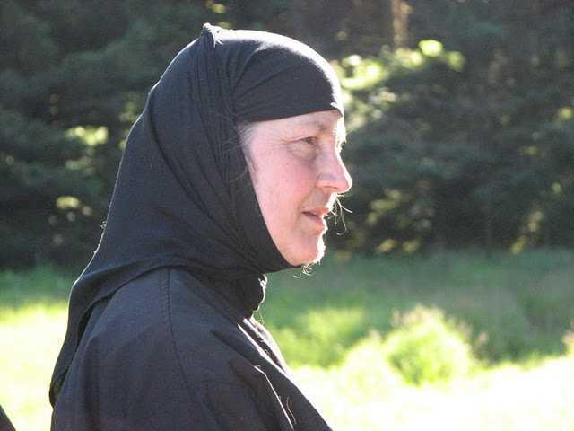 """<b>MAICA NINA</b> de la Schitul Sf. Nil Sorski din Alaska (SUA), o monahie care crede in CONVERTIREA CONTINUA – interviu in """"Familia ortodoxa"""""""