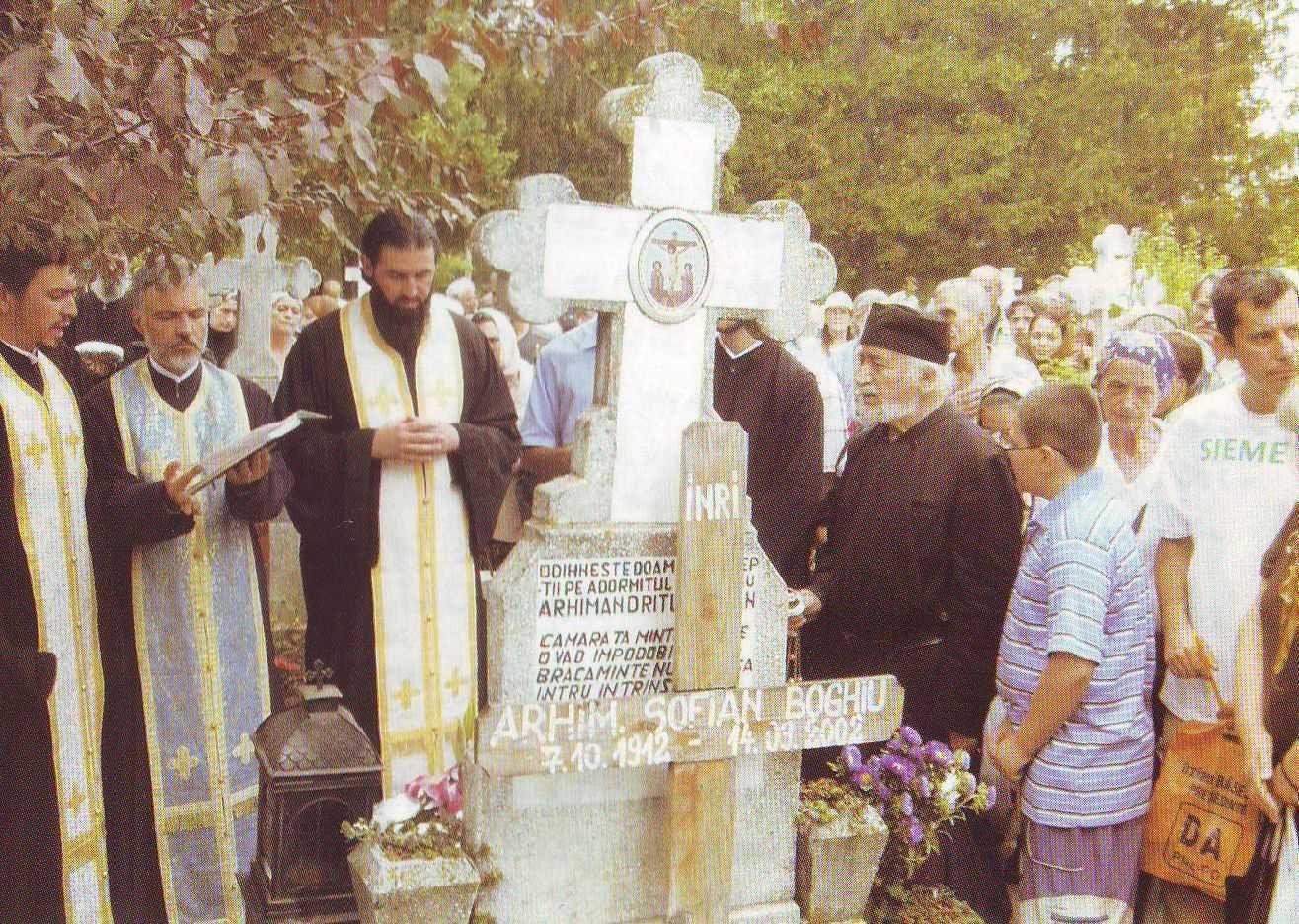 Parintele Mihail Stanciu: PARINTELE SOFIAN – UN ICONAR DE SUFLETE